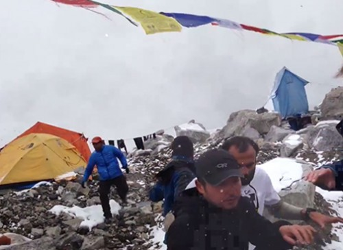 2015 everest avalanche video