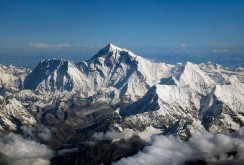 Mount_Everest_as_seen_from_Drukair2_PLW_edit